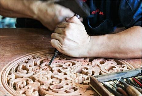 """红木制作的四大传统工艺,""""榫、雕、磨、涂"""""""