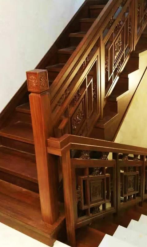 花格配雕花楼梯