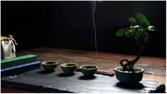 焚香中式生活的禅意:静发降灵香,思神意智长