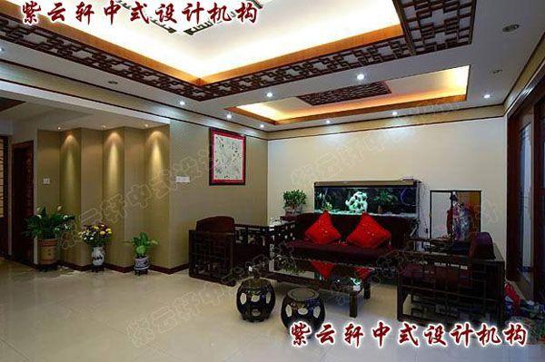 中式装修散发着的淡然悠远的人文气韵张家港平层2010-10-15 紫云轩中式设计机构在对中国当代文化的充分理解基础上的当代中式装修设计。家居中式装修的复古潮流正悄然风行起来。将古典语言以现代手法诠释,注入中式的风雅意境,使空间散发着淡然悠远的人文气韵,中式风格不在和古老、死板画上等号,取而代之的是亲近自然、朴实、亲切.