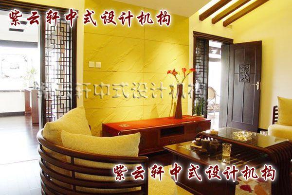 现代中式装修设计之门厅:古朴的褐与典雅的白在灯光的映射下有了辉煌的味道