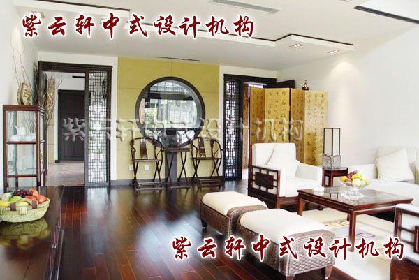 江南豪宅中式装修设计一层客厅:磨纱隔扇把江南园林的借景引入室内