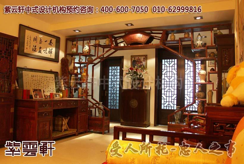 中国风-客厅角度:博古架的月亮门刻画着精致的雅蕴