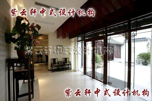 """新中式玄关:春赏百花,秋望月;夏有凉风,冬听雪。玄关是给人第一印象的地方,反映主人文化气质的""""脸面""""。"""