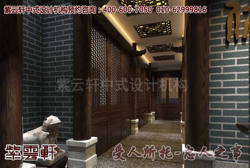 中式装修讲究对称原则,运用了传统的青石柱基上立实木圆柱、中式花格木门