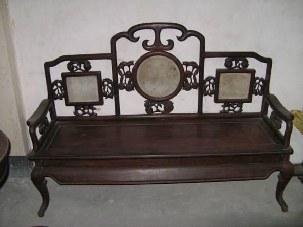 中式红木家具使用中不要在大台面上覆盖玻璃板