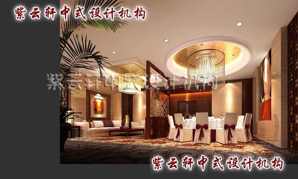 好的装修在某些意义上来说是很必要的,为此紫云轩中式设计设计师告诉大家中式酒店装修:   一、中式酒店装修要内外协调统一   传统的建筑是一个整体,要求各个方面彼此协调统一,要求酒店的建筑造型与内部装饰、室内陈设、家具、服务方式、员工服装、甚至酒店名称等要协调统一,要重视酒店内部装饰和一些细节上的处理。内部装饰要符合整体风格。酒店的整体风格应该是统一一致的,因此,酒店的内部装饰就应该格外的细致,既要能够满足顾客的住宿需求,还要更好的烘托中式酒店的氛围。   把传统的文化渗透到中式酒店的每一个细节,才会