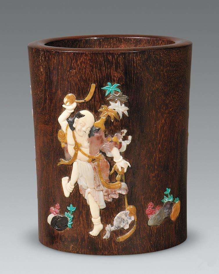 中式装修首页 中式家居 中式木雕装饰    笔筒材质多样,有瓷,木,竹,漆