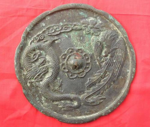 依据文物历史考察得龙凤之间阴阳颠倒的始末