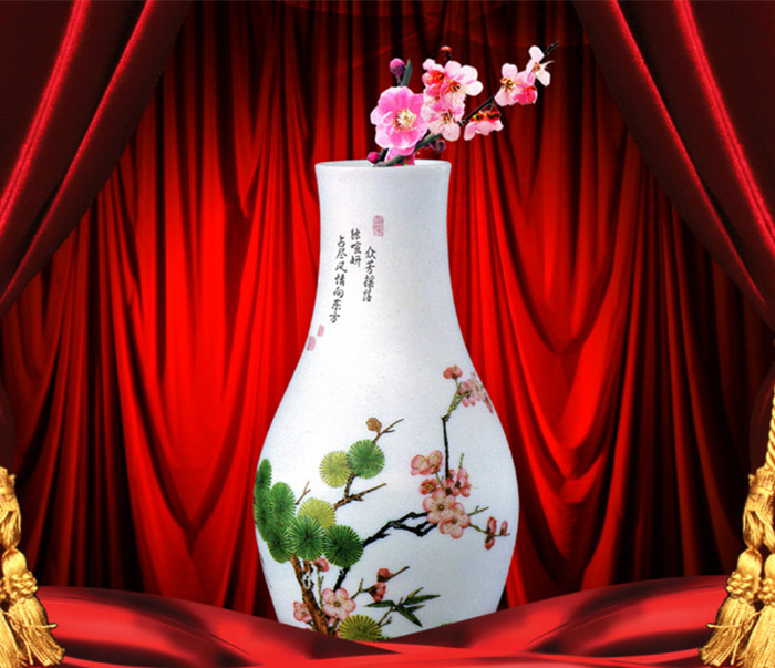 中式装修家居中的饰品花瓶雅然红艳 醉红滴翠