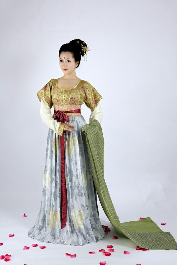 具有强烈的自信心与流行意识的唐朝女服装