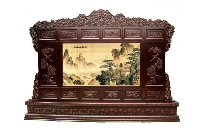 这款中式雕花屏风采用是艺术浮雕