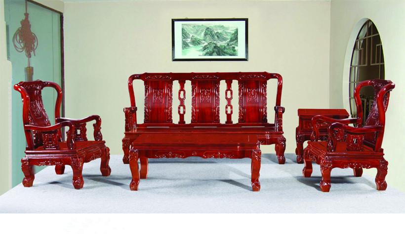 现代简约中式风格客厅红木沙发的陈设方式