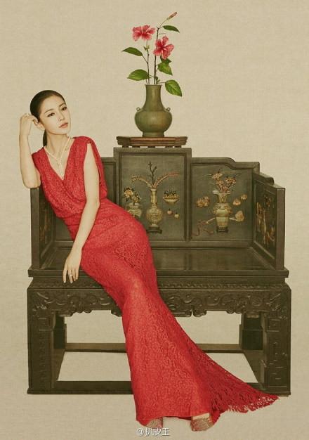 美女与红木家具结合成就了梦幻般的迷离影像