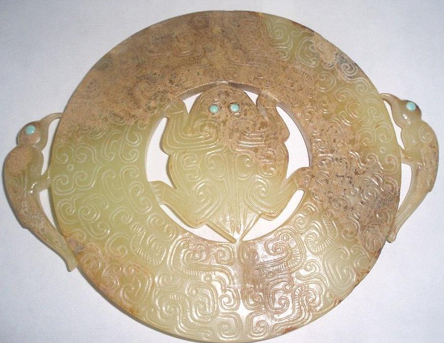蟾蜍纹有着招财进宝场所寓意,多在玉器、青铜器、瓷器上有使用