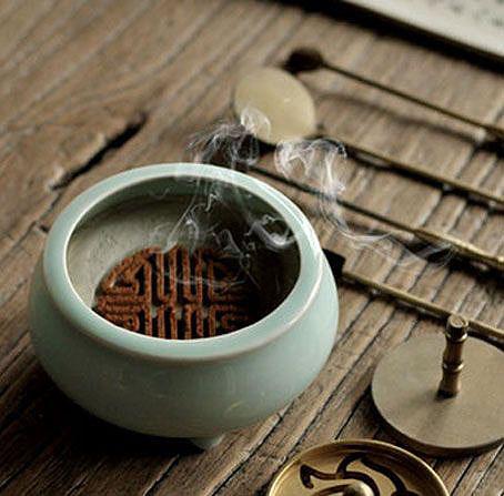 中式风格居室内在香中静坐领悟人生