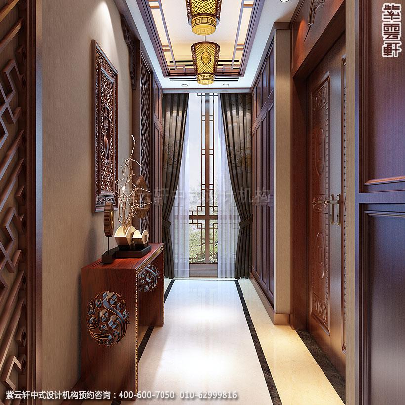 南通简约中式别墅设计案例,明朗而温馨。设计师将中式元素以简洁的形式融入其中,纤细家具,一处盆景,几件瓷器,数盏宫灯等中式元素以简洁的形式陈设出别墅空间的疏朗通透,它们又或者以宁静华贵的姿态描绘出了别墅的古典神韵。  中式设计别墅门厅,简洁干练,自然清新。红木的古朴,搭配盆栽的清雅,在古灯的流光溢彩中,汇聚成了这个最简洁,却又最古雅的一方天地。  在简约中式设计客厅里,红木的古朴色泽与淡雅的色调相互交融,于是在这一方悠然之地,就有了流苏宫灯与顶墙搭配出的端庄,古典家具与地面辉映出的庄重,红木格栅与电视背景墙