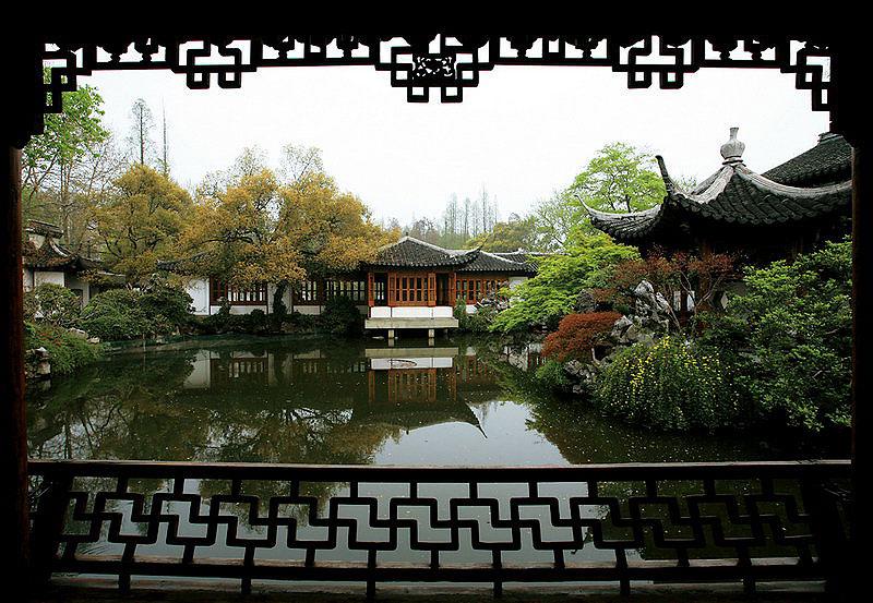 江南风格古典园林 俯水枕石游鱼出听,临流枕石化蝶忘机