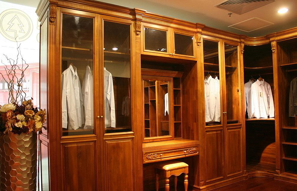 概述:当整个时代都在向格调与品位迈步的时候,装修和家居从满足最基本的生存需求蜕变成为了一种文化艺术,于是,你对待家居的态度,决定了你的生活质量。每个热爱生活的人都有理由选择一个最适合自己的格调,清新优雅的衣柜。