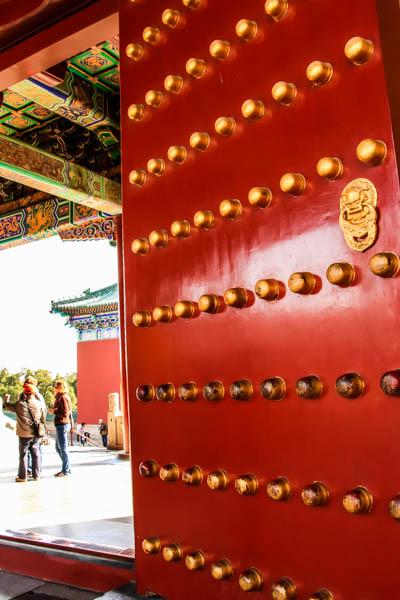 中式古门文化间浑然天成、幽远空灵铸就的色彩与礼制等级之美