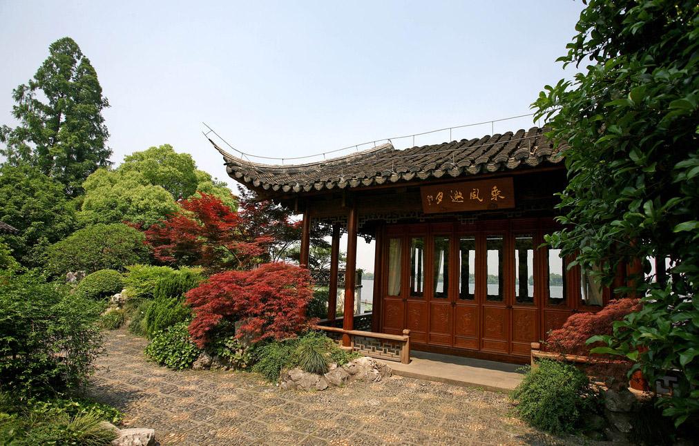 中式古门文化间浑然天成