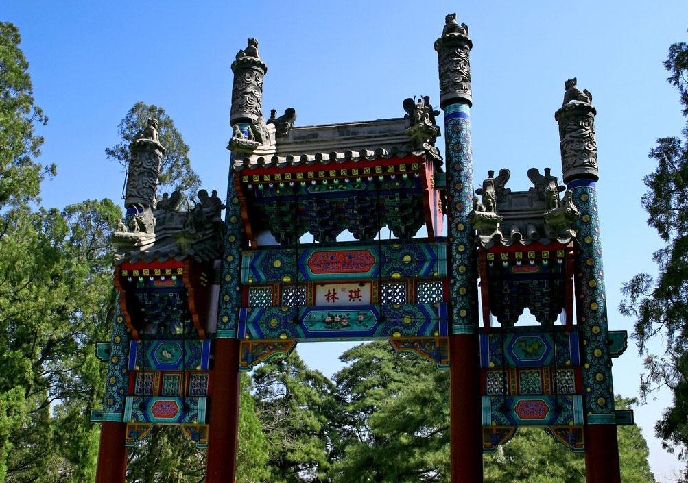 脊饰吻龙,古色古香 中式古建牌坊灵秀之风姿