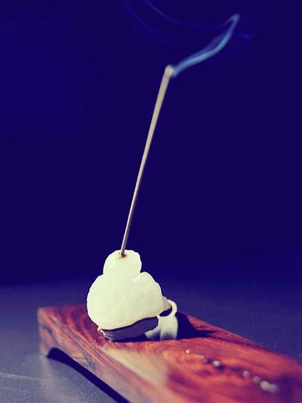 一抹通透流光的玉韵,一炉浓郁无比的沉香 中式空间香道之美