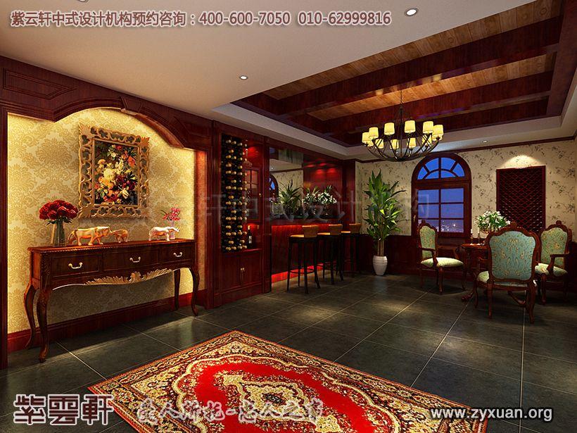却不突兀,古典红色地毯搭配红木存酒柜,欧式窗型搭配现代吧台,中西