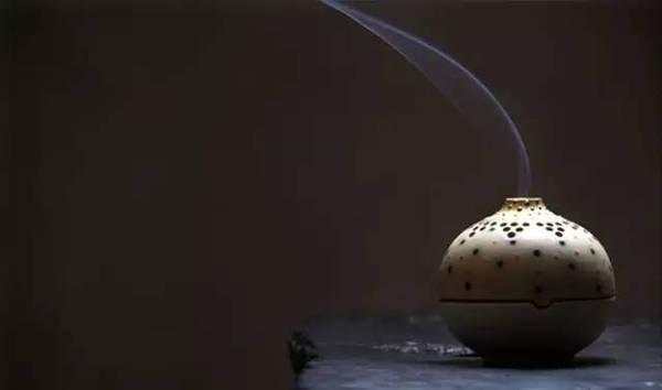 传统文化品香,燃起一炉沉香屑叙说往事深清