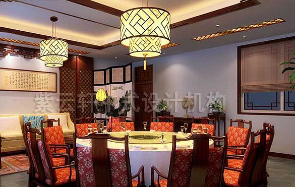 中式酒店成为大家外出吃饭和应酬的重要选择,环境一优美,设计巧妙,把中式古典的装扮和修饰与现代先进设备完美结合,演绎着中国传统餐饮场合的礼仪和文化。让古典与现代完美结合,传统与时尚并存,让现代人在中式风格的酒店设计之中领略到生活的美好,民以食为天,酒店装修设计对于客人的心理需求能够把握住,让人们在休闲之余体验到生活的美好。